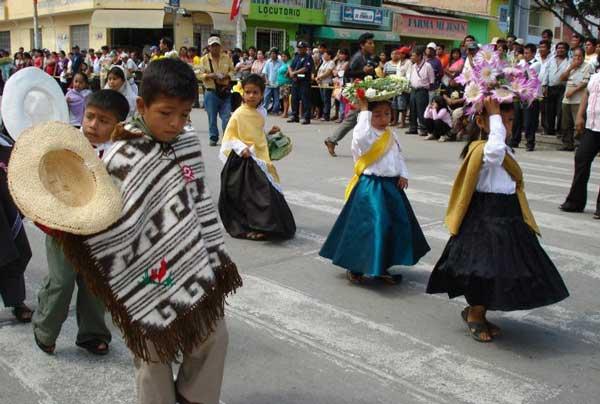 Vestimentas Con Material Reciclable De La Region Costa